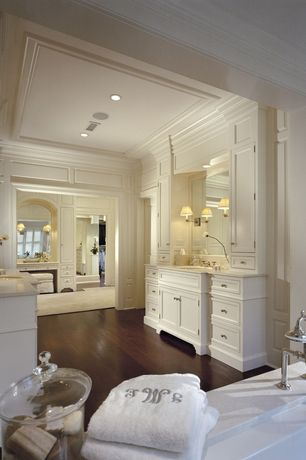 Traditional Master Bathroom with wall-mounted above mirror bathroom light, Bathtub, Flush, Flat panel cabinets, Simple Marble