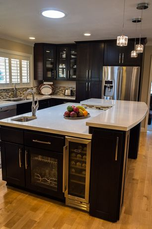 Modern Kitchen with Ceramic Tile, dishwasher, full backsplash, Casement, Flat panel cabinets, Kitchen island, Undermount sink