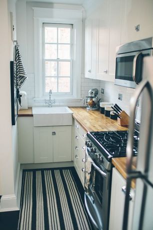 Cottage Kitchen with L-shaped, Surya Country Living Farmhouse Pinstripe Rug, Farmhouse sink, Carpet, European Cabinets, Flush