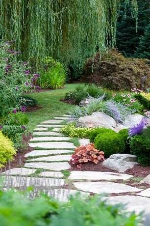 Traditional Landscape/Yard with Private backyard, exterior stone floors, Private garden, Stone pavers, Pathway, Garden