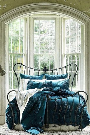 Traditional Master Bedroom with interior wallpaper, Standard height, Carpet, double-hung window, Bay window