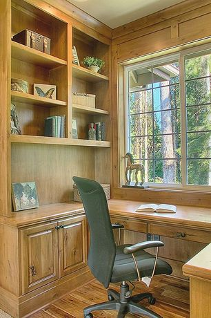 Traditional Home Office with Engineered hardwood flooring, Hardwood floors, can lights, Standard height, Built-in bookshelf