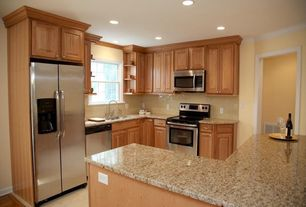 Traditional Kitchen with gas range, Quartz countertop in giallo nova, can lights, Standard height, Crown molding, L-shaped