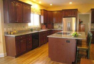 Traditional Kitchen with Undermount sink, Simple granite counters, Freestanding Full Size Top Freezer Refrigerator, L-shaped