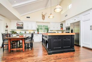 Traditional Kitchen with electric cooktop, L-shaped, Raised panel, Inset cabinets, Pendant light, Breakfast nook, wall oven