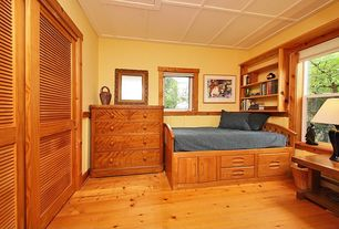 Craftsman Guest Bedroom with Hardwood floors, Built-in bookshelf, Crown molding, Wainscotting, Box ceiling