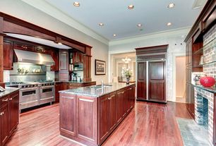Traditional Kitchen with Flush, Hardwood floors, Stainless Steel, Kitchen island, U-shaped, Simple granite counters