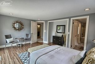 Traditional Master Bedroom with Nuloom Modern Zig Zag Chevron Grey Rug (7' 7 x 9' 7), Hardwood floors