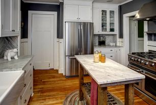 Traditional Kitchen with Farmhouse sink, Kitchen island, Complex Marble, U-shaped, Crown molding, Standard height, Wall Hood