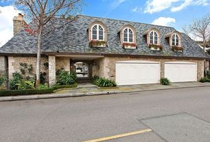 Traditional Garage with Concrete floors, Casement, Barn door, Arched window, Standard height