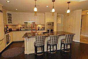 Cottage Kitchen with Kitchen island, Maple - Peppercorn 5 in. Engineered Hardwood Wide Plank, Pendant light, Breakfast bar