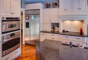 Country Kitchen with Stonemark Granite-Granite Countertop in Ubatuba