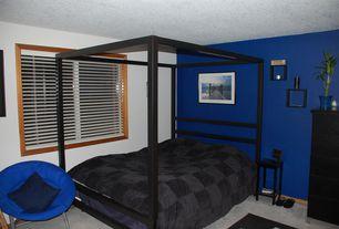 Craftsman Guest Bedroom with Carpet