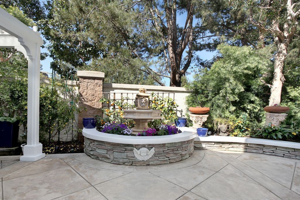 Traditional Landscape/Yard with Raised beds, Fence, exterior concrete tile floors, Trellis, exterior tile floors, Fountain