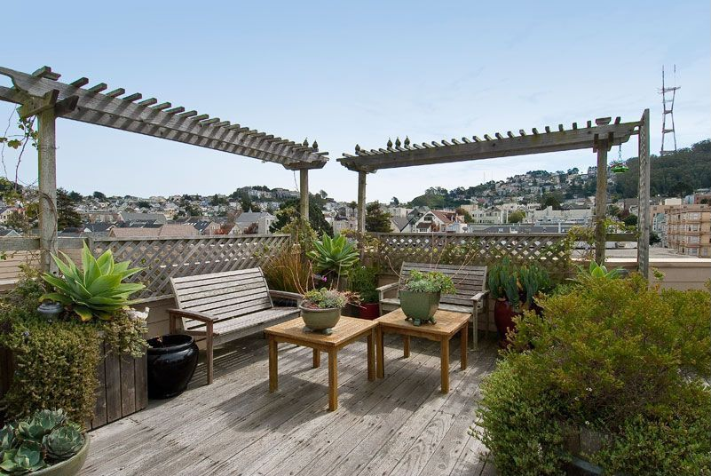 Contemporary Deck with Trellis, Fence