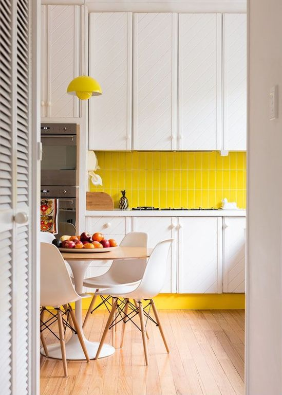 Contemporary Kitchen with Eames dsw - molded plastic side chair with dowel-leg base, A19 gran 1 light inverted pendant