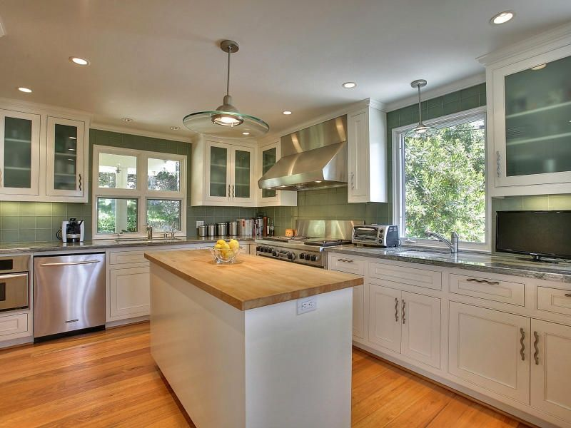 Kitchen with Undermount sink, Complex granite counters, can lights, double oven range, Kitchen island, Standard height