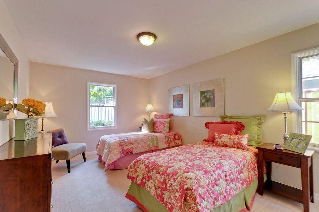Modern Guest Bedroom with Carpet, double-hung window, Standard height, flush light, Casement