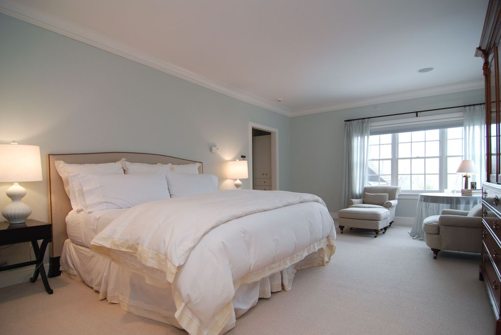 Contemporary Guest Bedroom with Carpet, can lights, Crown molding, Standard height, double-hung window