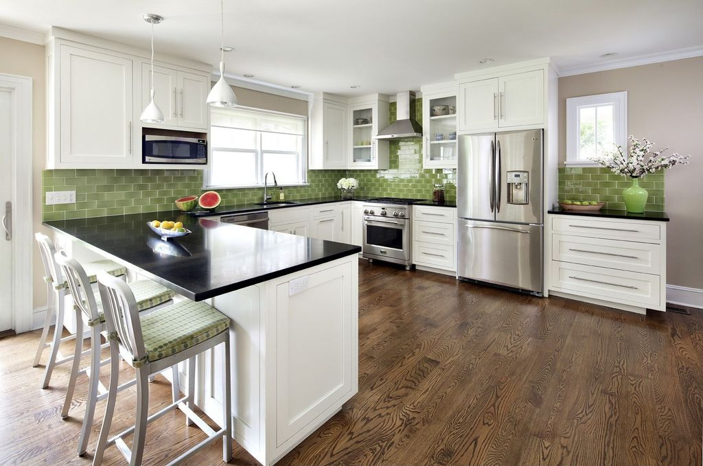Traditional Kitchen with Freestanding Full Size Top Freezer Refrigerator, gas range, Subway Tile, Pendant light, L-shaped