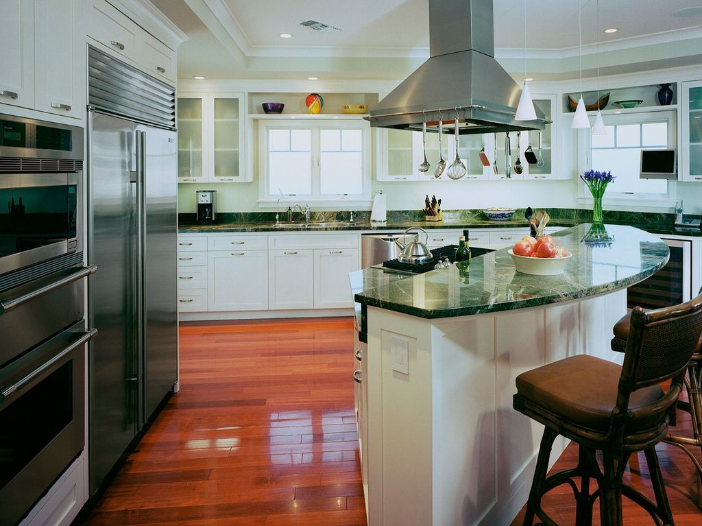 Traditional Kitchen with electric cooktop, Pendant light, Crown molding, double wall oven, Casement, Kitchen island, L-shaped
