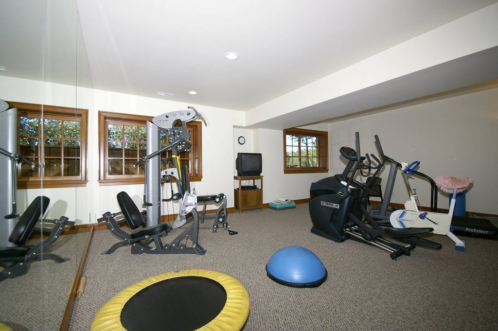 Traditional Home Gym with Standard height, Carpet, Casement, can lights