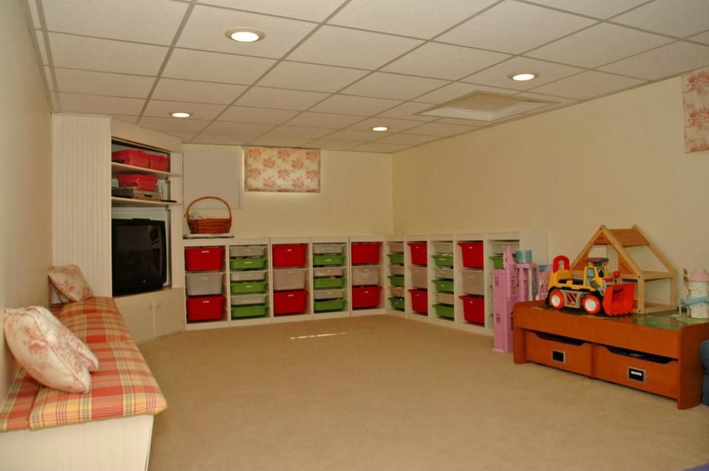 Traditional Playroom with Standard height, can lights, Carpet