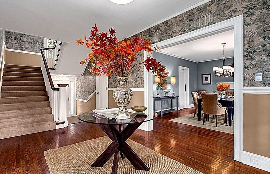 Chair rail, Crown molding, Hardwood, Normal (2.7m), Traditional, Wallpaper