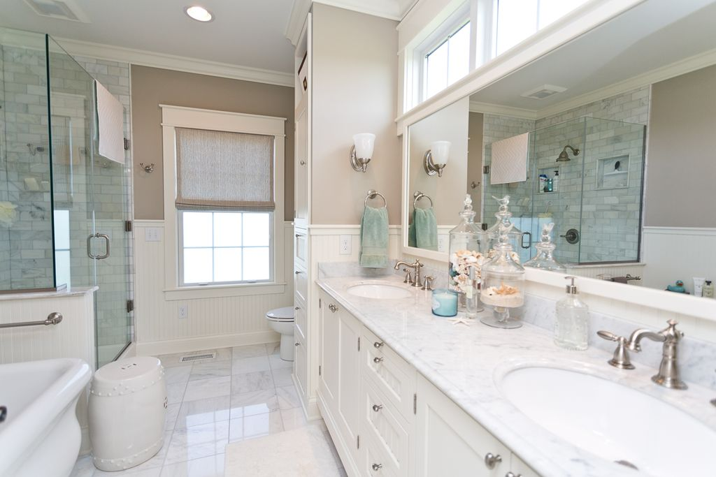Traditional master bathroom with high ceiling paint1 for Bathroom ideas zillow