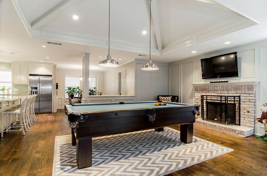 Contemporary Game Room with Hardwood floors, Crown molding, High ceiling, Built-in bookshelf, can lights, Pendant light