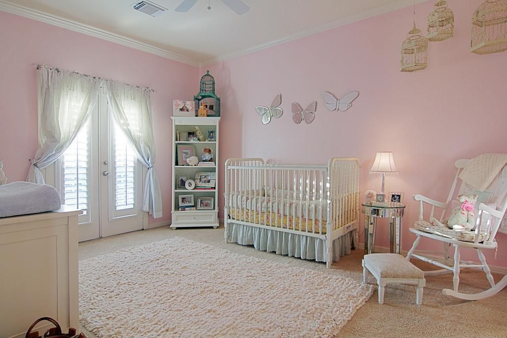 Traditional Kids Bedroom with Carpet, Ceiling fan, Louvered door, Crown molding, no bedroom feature, Standard height