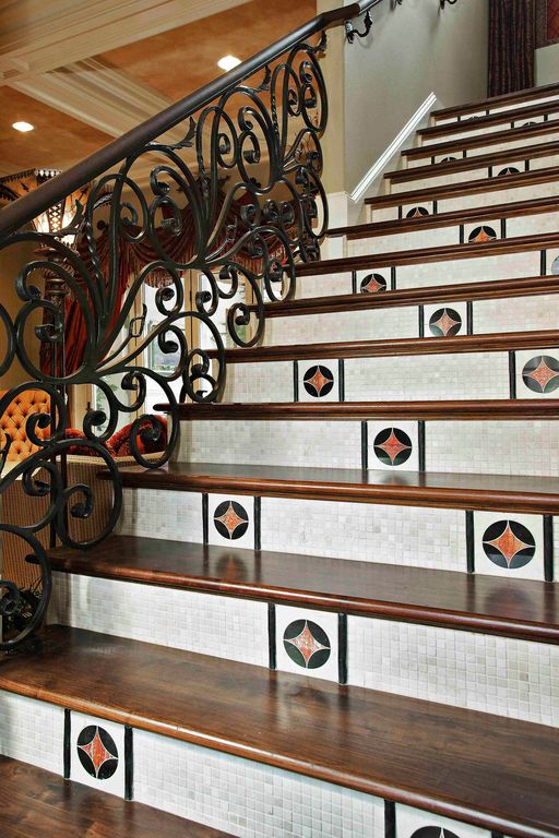 Eclectic Staircase with curved staircase, Standard height, Laminate floors