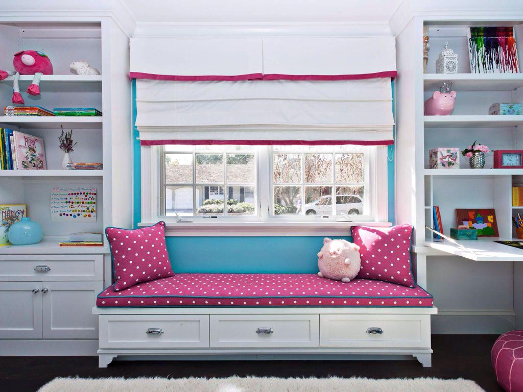 Traditional Kids Bedroom with Window seat, Standard height, Built-in bookshelf, Bunk beds, Casement, Laminate floors, Paint 1