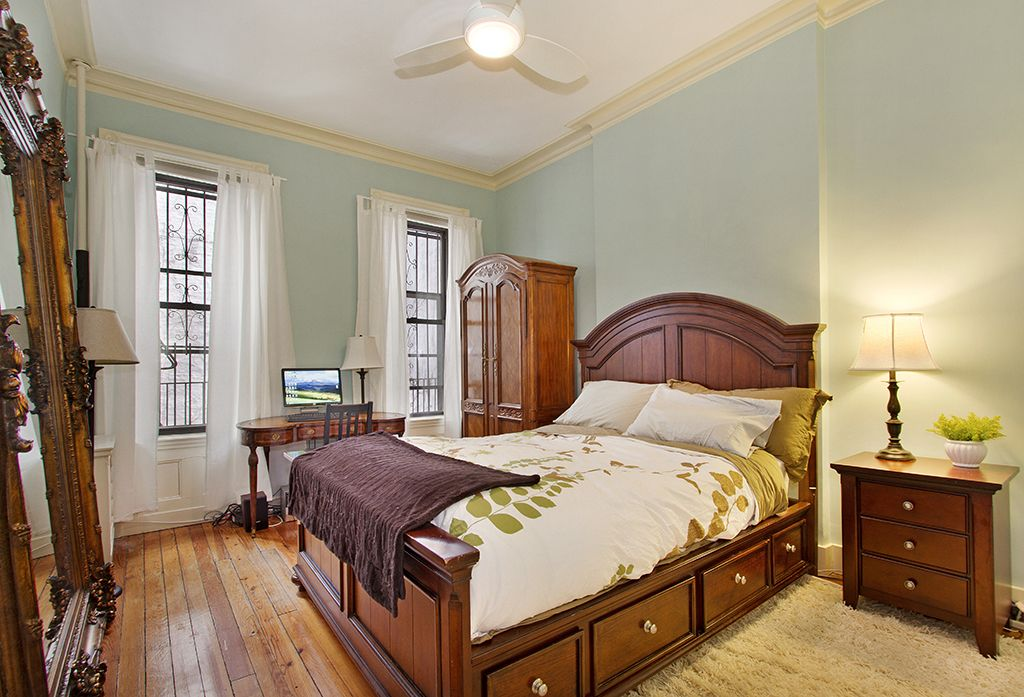 Traditional Master Bedroom with double-hung window, Crown molding, Ceiling fan, Standard height, Hardwood floors
