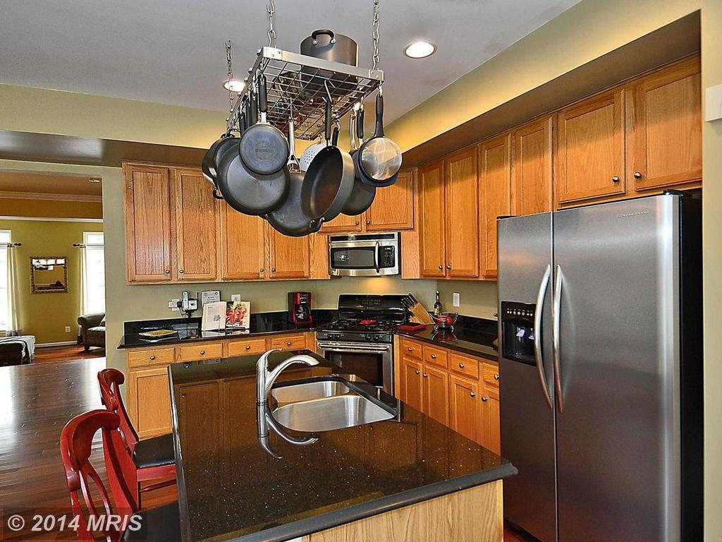 Craftsman Kitchen with Standard height, L-shaped, Quartz, Flat panel cabinets, Kitchen island, Breakfast bar, Multiple Sinks