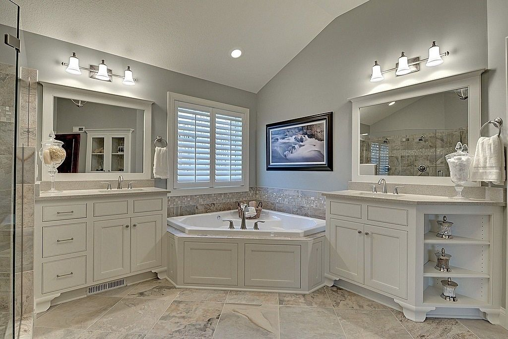 Traditional Master Bathroom with Bathtub, Pental quartz antique white bs390, wall-mounted above mirror bathroom light, Quartz