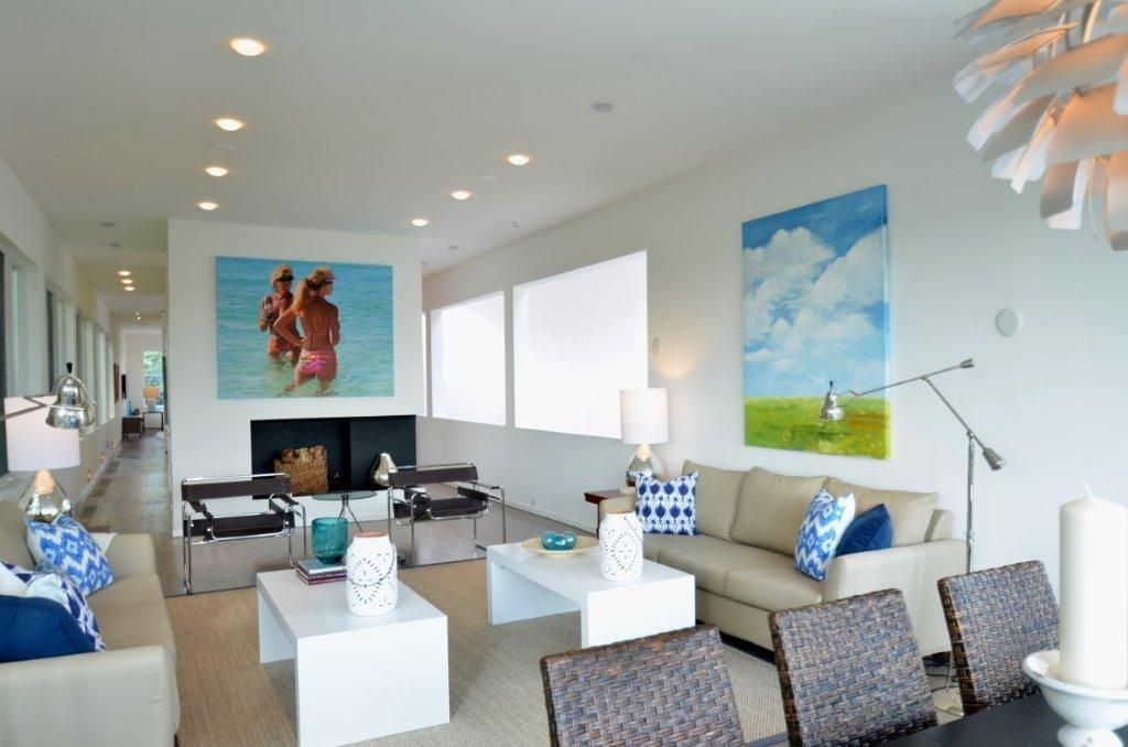 Contemporary Living Room with Carpet, Standard height, can lights, specialty window, Laminate floors