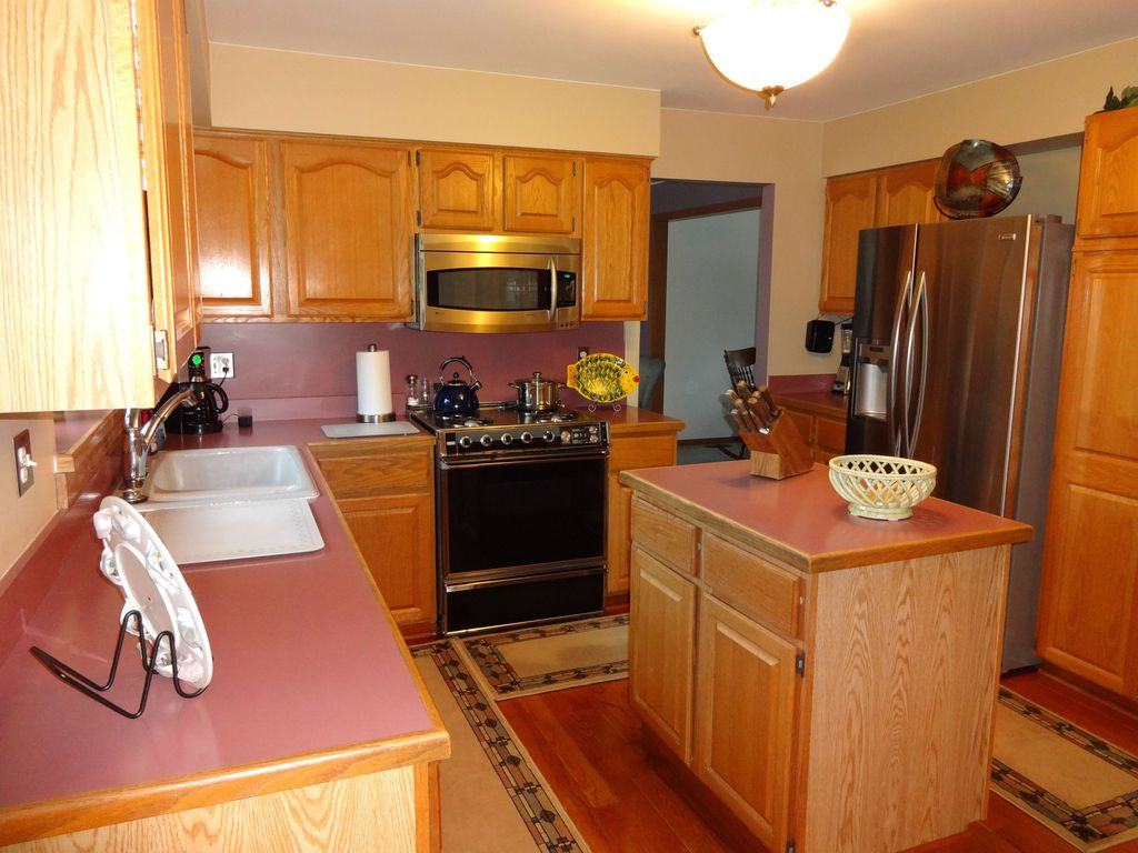 Traditional Kitchen with Hardwood floors, Raised panel, U-shaped, flush light, Limestone, gas range, Formica counters