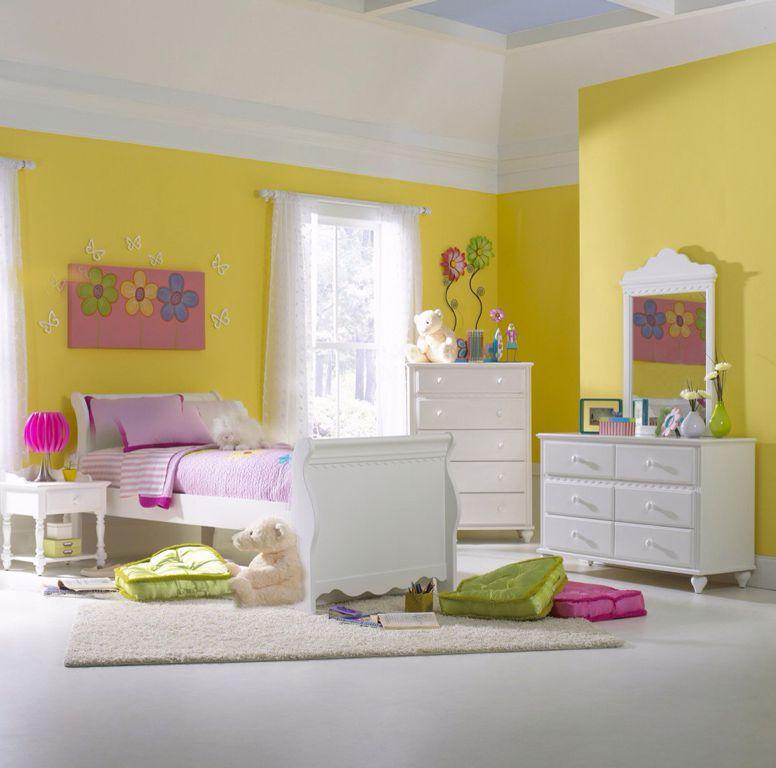 Modern Kids Bedroom with Hillsdale - Lauren Sleigh Bed Twin, Hillsdale - Lauren 6 Drawer Dresser, Built-in bookshelf
