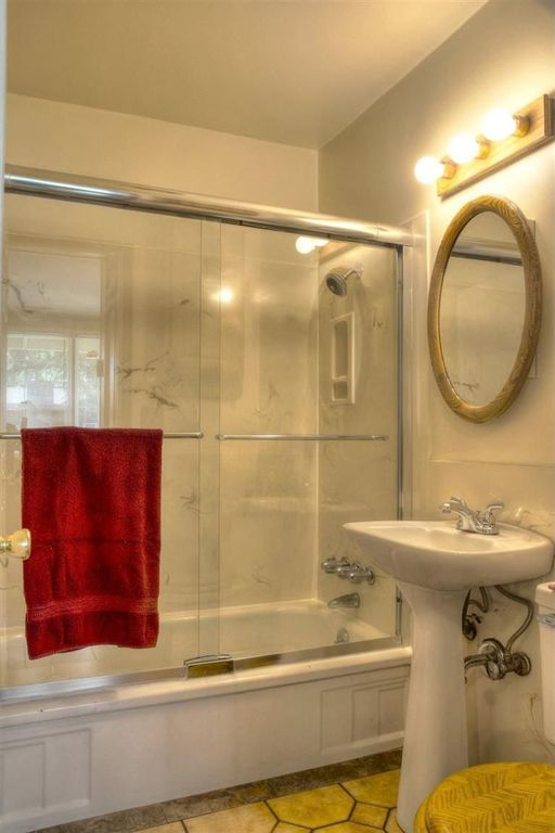 Traditional Full Bathroom with Standard height, Wall Tiles, framed showerdoor, tiled wall showerbath, drop in bathtub, Shower