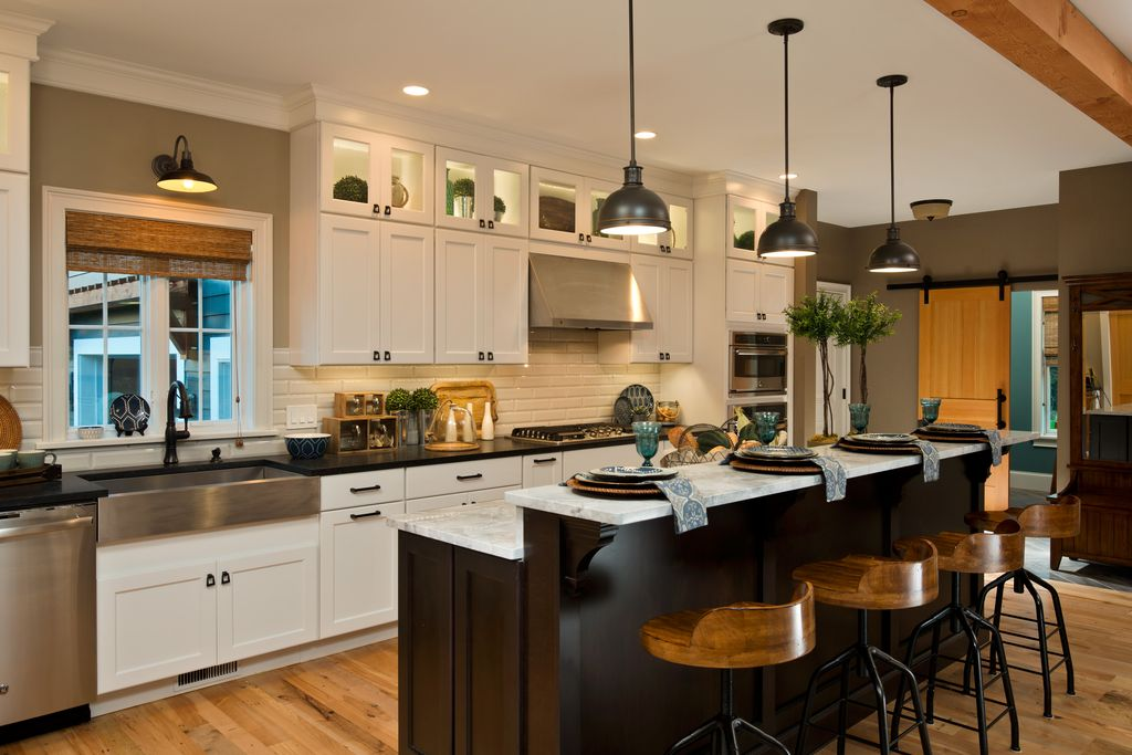 Craftsman Kitchen With Subway Tile Amp Crown Molding In
