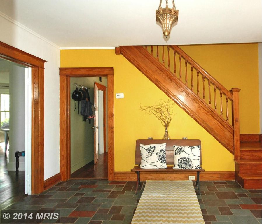 Craftsman Staircase with Hardwood floors, Standard height, Paint, curved staircase