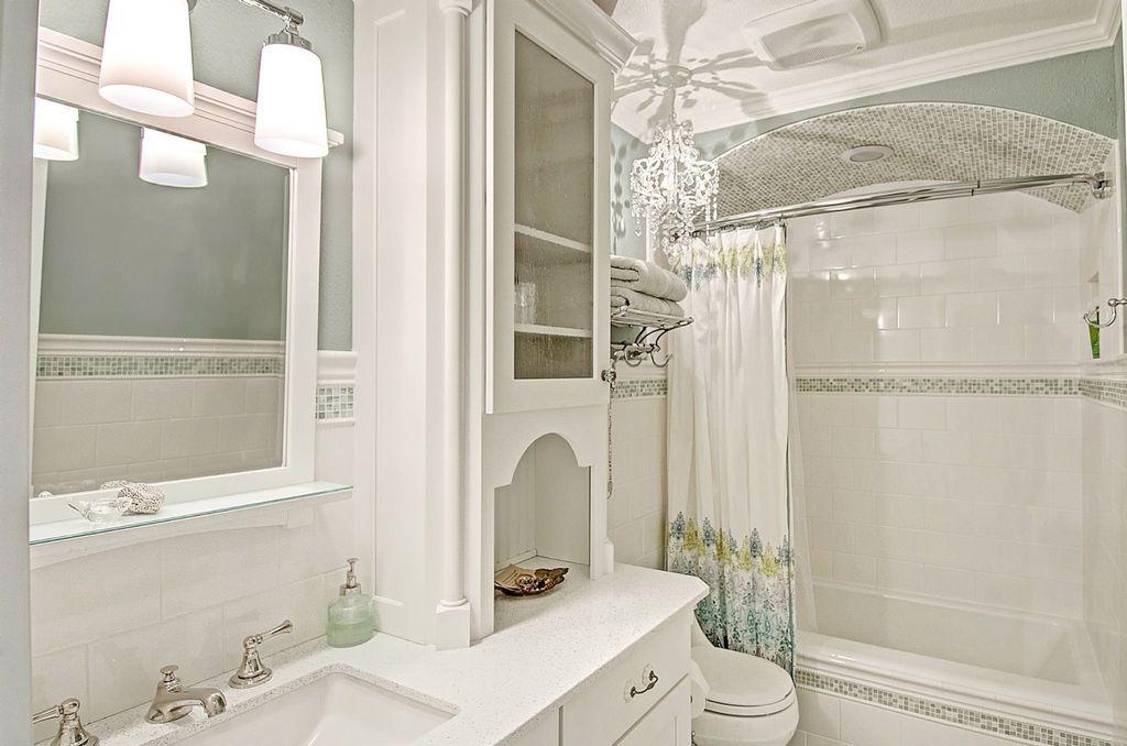 Traditional Full Bathroom with Shower, pentalquartz bq850, Paint, Chandelier, Flush, Bathtub, shower bath combo, Glass panel