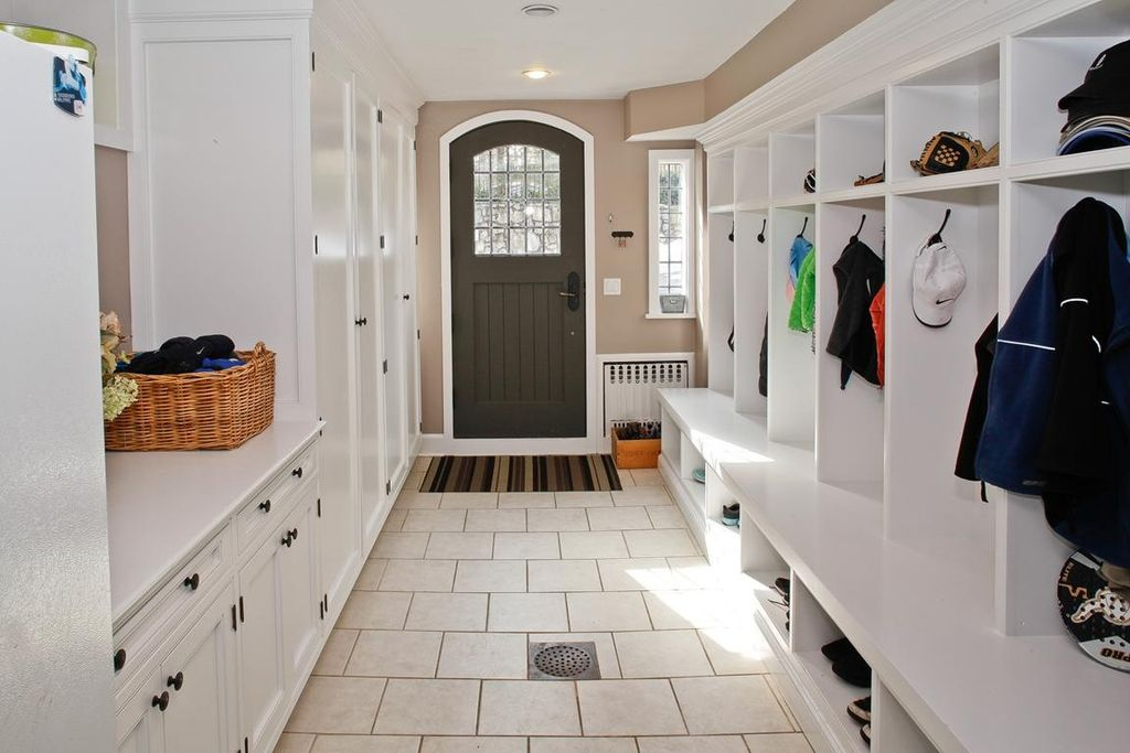 Traditional Mud Room with Standard height, Paint 3, can lights, Paint 1, Built-in bookshelf, Pental Quartz in Super White