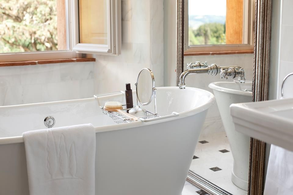 Traditional Master Bathroom with Standard height, Pedestal sink, Casement, Freestanding bathtub, Bathtub, Wall Tiles