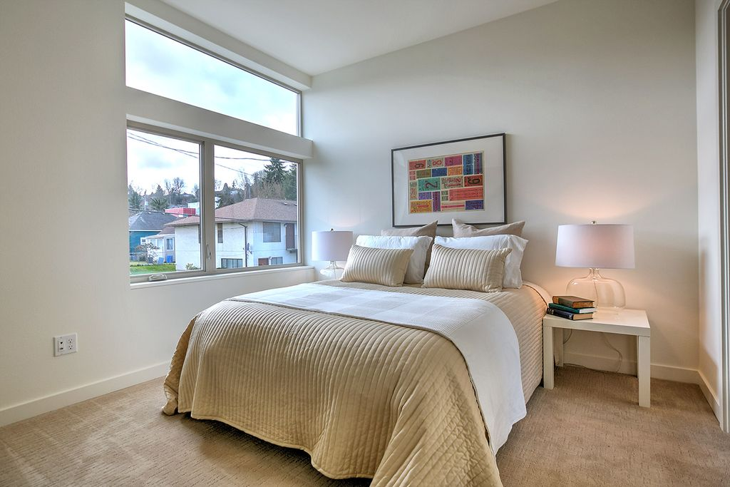 Contemporary Guest Bedroom with Carpet, Casement, picture window, Standard height