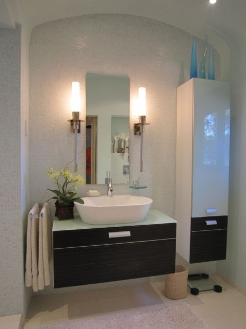 Modern Full Bathroom with Floating vanity, Chrome sheven single hole vessel bathroom faucet, Wall Tiles, can lights, Flush