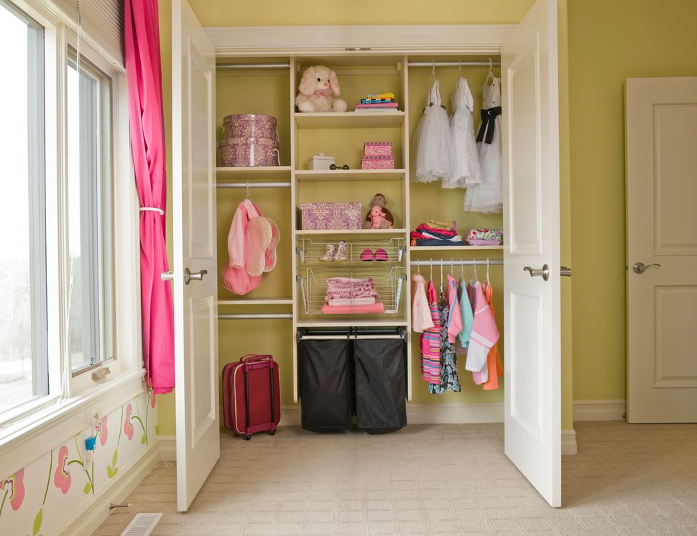 Traditional Kids Bedroom with Paint, Floral wall mural, Closet system, Carpet, Casement, Standard height, six panel door