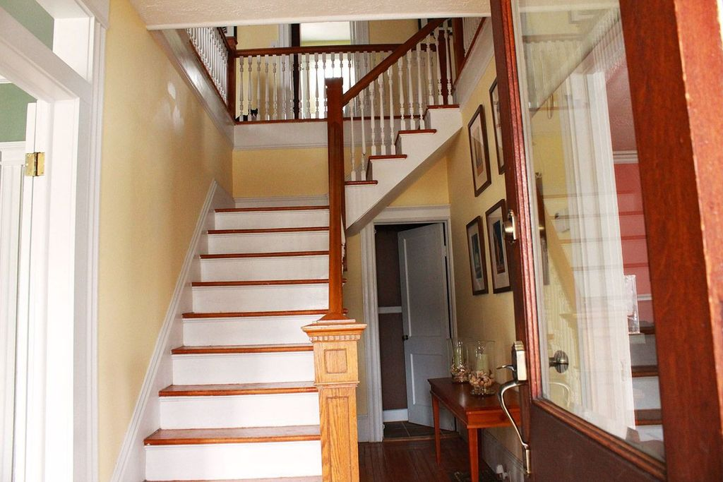 Traditional Staircase with curved staircase, Hardwood floors, Standard height