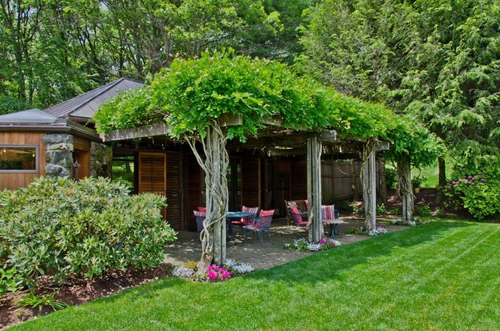 Eclectic, Fence, Louvered, Rustic, Stone, Traditional, Trellis